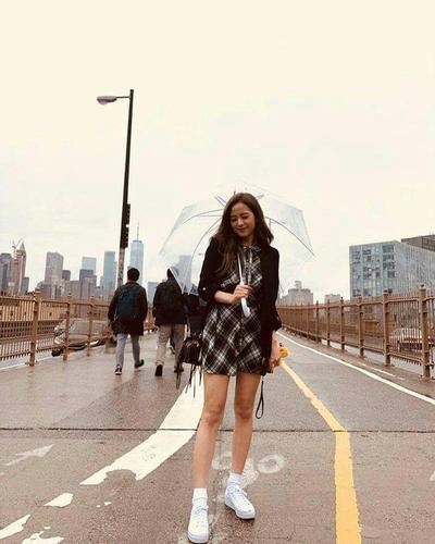 Streetwear Style ala Jisoo Blackpink
