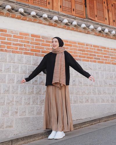 Hijab Sytle Korea Tertutup untuk Hijabers, Kece Bak Artis Kpop!