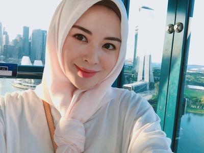 Manisnya Gaya Hijab si Cantik Ayana Jihye Moon dalam Balutan Warna Pastel