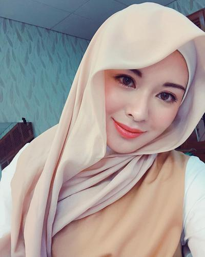 Hijab Pastel Cokelat Terurai