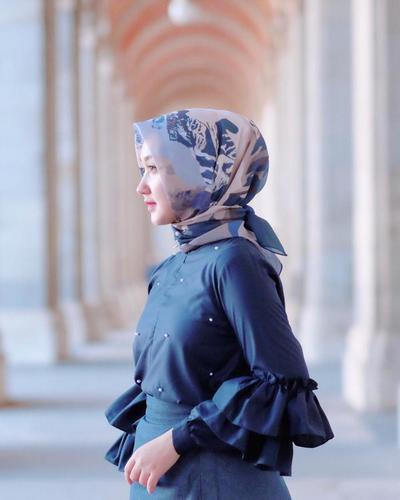Hijab Segiempat Lilit Belakang