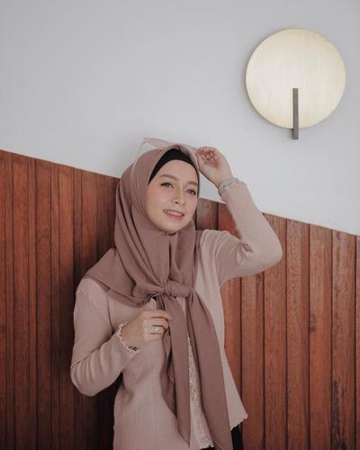 Hijab Ikat Depan