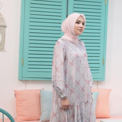 Tampil Sederhana Penuh Pesona dengan Style Hijab Ala Ria Miranda