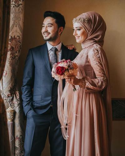 Wah, Deretan Outfit Ini Menarik Banget untuk Tema Foto Prewedding Hijab! Cek Inspirasinya di Sini