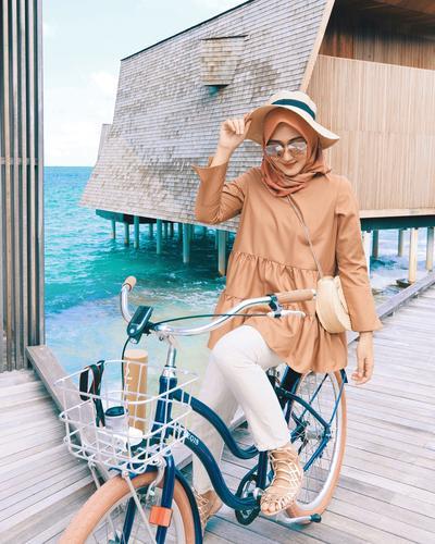 Nuansa Earth Tone yang Hangat dalam Balutan Outfit Hijabers