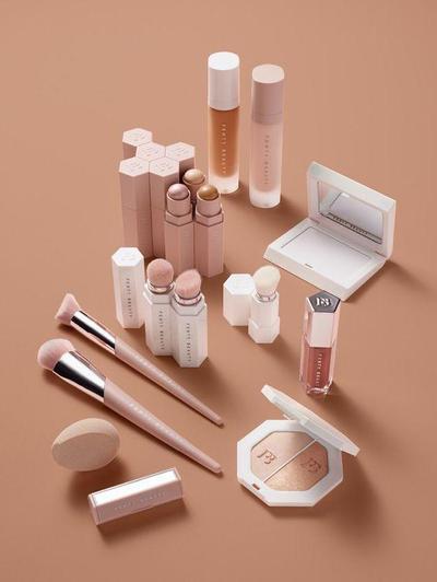 Wah, Rangkaian Produk Makeup Terbaru Ini Oke Banget, Ladies! Yuk, Cobain untuk Lengkapi Koleksi Kosmetik Kamu!