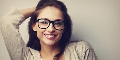 Tips Makeup Mata Ini Akan Bikin Tampilan Si Berkaca Mata Makin Cantik! Cek Yuk Apa Saja Itu!