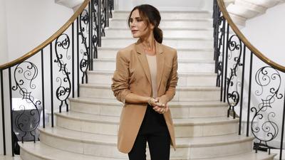 OOTD Victoria Beckham yang Curi Perhatian, Mewah dan Berkelas!