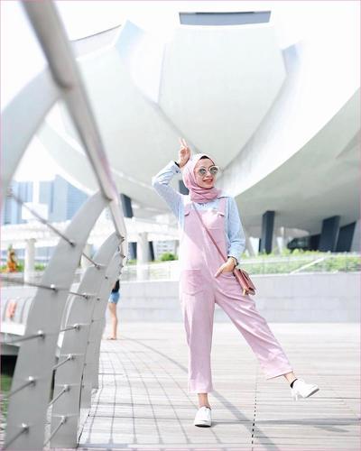 Mix and Match Outfit Hijab dengan Warna Peach? Kepana Enggak!