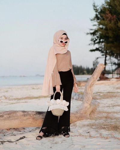 Mau Tampil Kece Saat Berlibur? Cek Yuk 5 Gaya OOTD Hijab ke Pantai Ini!