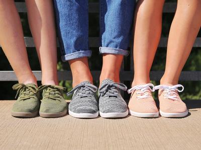 [FORUM] Flatshoes dan Sneakers, lebih nyaman yang mana?