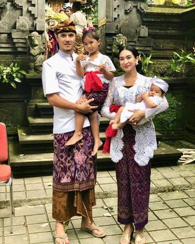 5 Artis Cantik dan Anggun dalam Balutan Pakaian Adat Bali, Memesona!