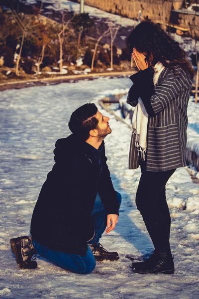 Senang Diberi Pujian dan Perhatian oleh Pasangan