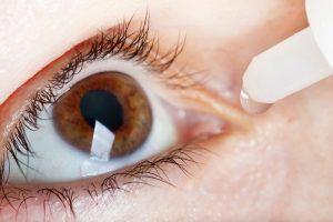 Gunakan Tetes Mata Khusus Softlens