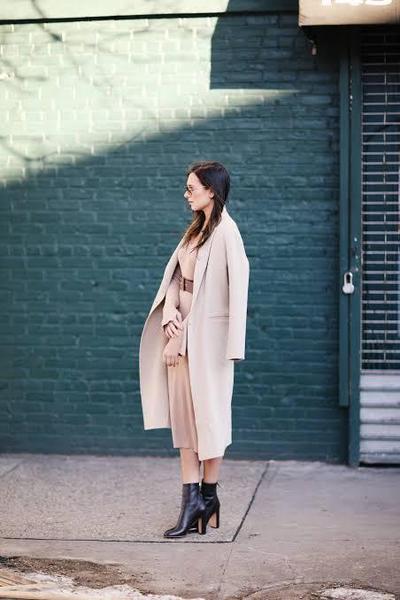 Catat Deh, Inspirasi Outfit Sophisticated dengan Menggunakan Kemeja!