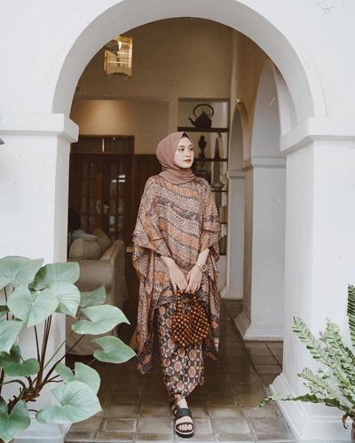 Tampil Elegan dengan Batik ala Helminursifah