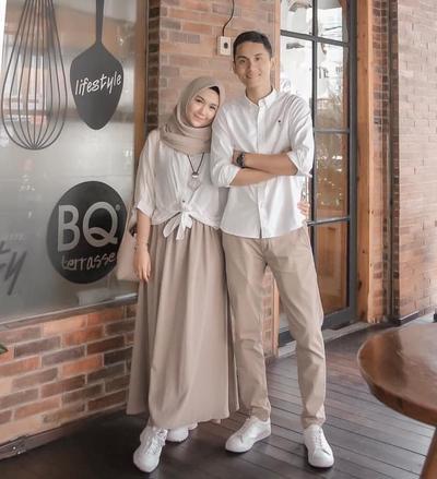 Ini Dia Inspirasi Gaya Baju Berpasangan Muslim yang Oke untuk OOTD, Kamu Harus Coba!