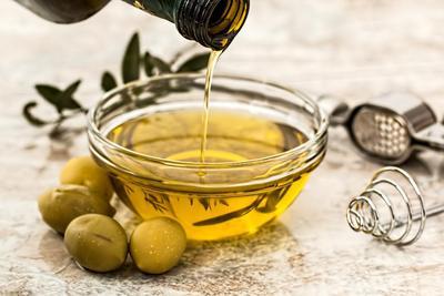 Masker Alami untuk Kulit Kering dan Sensitif dari Bahan Minyak Zaitun (Virgin Olive Oil)