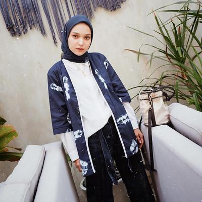 Selain Hitam, Ini 6 Warna Hijab yang Wajib Kamu Punya di Lemari