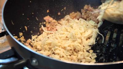 Tumis Bumbu dan Masukkan Rebung, Ayam, serta Telur