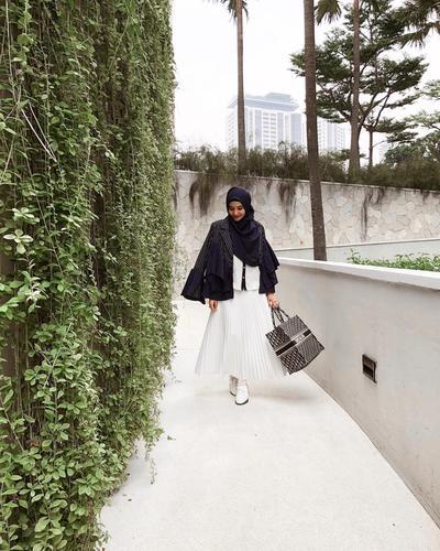 Artis Cantik dan Fashion Desainer Zaskia Sungkar