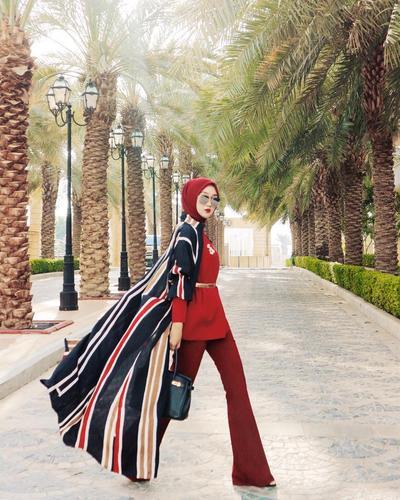 Artis Cantik dan Fashion Desainer Terkenal Dian Pelangi