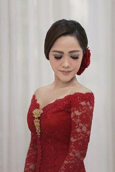 2. Kebaya Open Shoulder