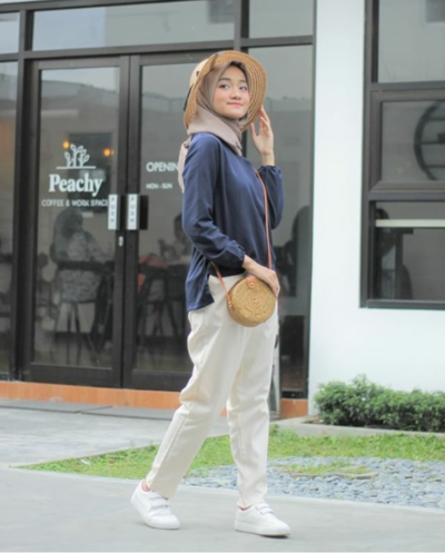 Celana Jeans Populer di Kalangan Hijabers, Cocok untuk Hangout atau Ngampusmu!