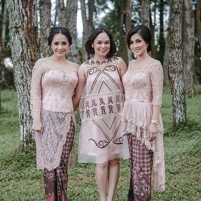Wow, Ini 6 Model Baju Kebaya yang Bikin Kamu Terlihat Singset dan Ramping