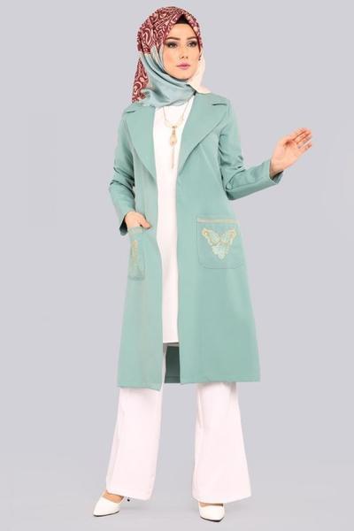 1. Blazer Panjang Untuk Look Formal
