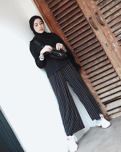 Stripe Pants, White Sneakers, Mix Funny Pack
