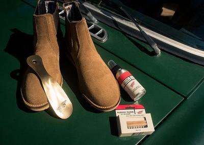 Menggunakan Jasa Cuci Sepatu