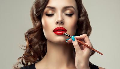 Punya Bibir Gelap? Jangan Khawatir, Kamu Masih Bisa Tampil Cantik dengan 5 Warna Lipstik Terbaik Ini