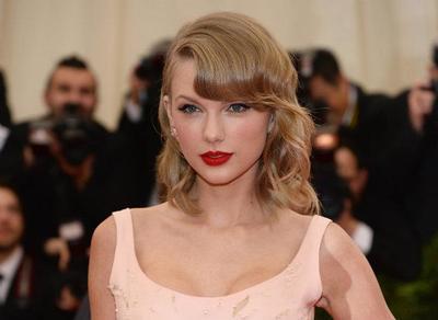 4 Tutorial Makeup dengan Lipstik Merah Terbaik di Youtube