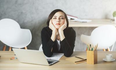 Karirmu Jalan di Tempat? Ini 5 Kebiasaan Buruk yang Harus Kamu Hindari Mulai Sekarang