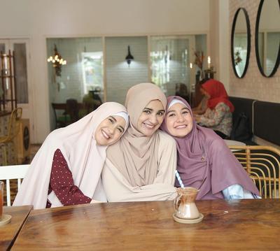 5 Rekomendasi Online Shop Jilbab Syar i untuk Tampil Modis dan Anggun