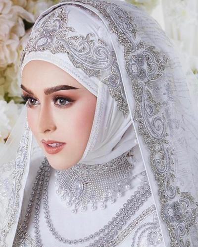 Natural atau Manglingi? Bebas Tentukan Makeup Look Pernikahanmu dengan Inspirasi Ini!