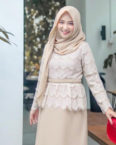 Hijab Untuk Kondangan ala Ayu Indriati