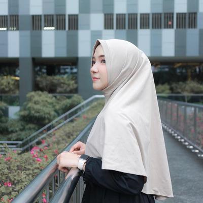 Hijab Untuk Traveling ala Ayu Indriati