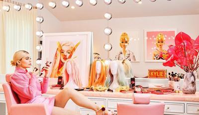 Penampakan Rumah Miliaran Rupiah Milik Kylie Jenner, Serba Pink Bernuansa Pop Art!