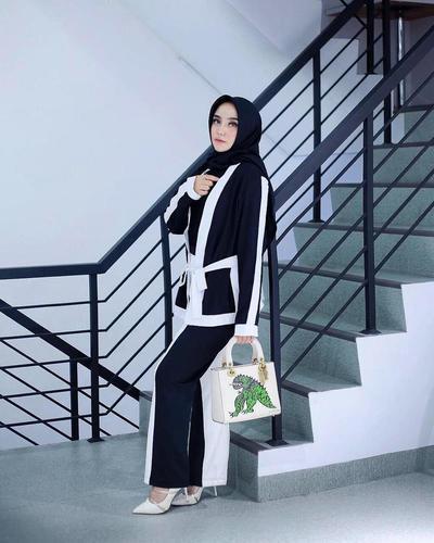 Gaya Mewah dan Berkelas Selebgram Salmafina Sunan yang Bikin Greget Sebelum Lepas Hijab