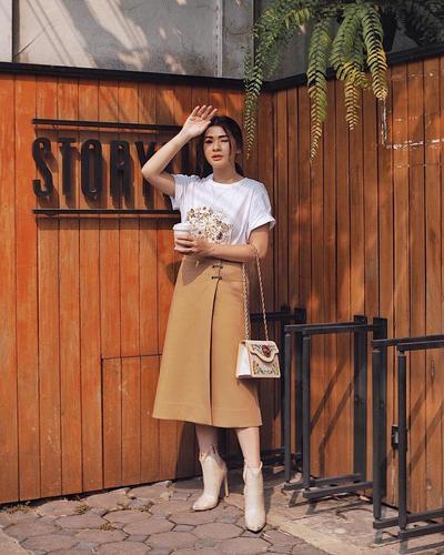 Midi Skirt Casual ala Selebgram Cantik Anastasia Siantar