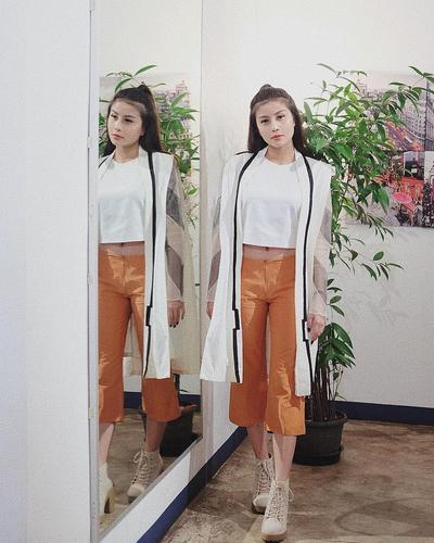 Straight Pants ala Selebgram Cantik dan Fenomenal Awkarin