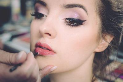 8. Perhatikan Gaya Make Up