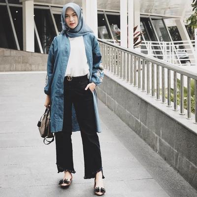 6.  Jaket Denim Dipadukan Fringe Jeans