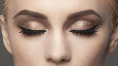 Eyeliner  Suka Luntur? Kamu Bisa Coba Pakai Eyeliner Waterproof Terbaik Ini