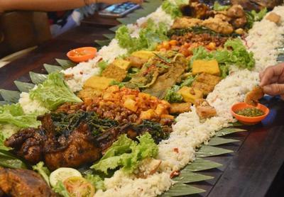 Mau Makan Nasi Liwet Enak di Jakarta? Mampir ke 5 Tempat Ini Aja!