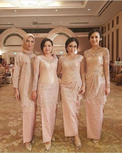 Model Kebaya Brokat Versi Desainer Terkenal Indonesia Cantik Cantik
