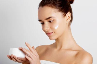 Yakin Sudah Benar? Cek Lagi Langkah Skin Care Routine di Malam Hari yang Benar