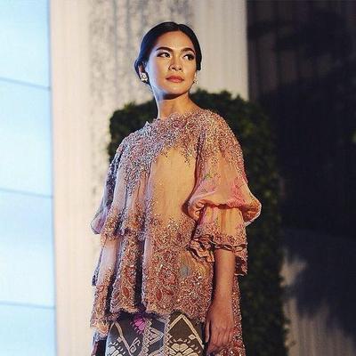 Model Kebaya Brokat Lengan Panjang